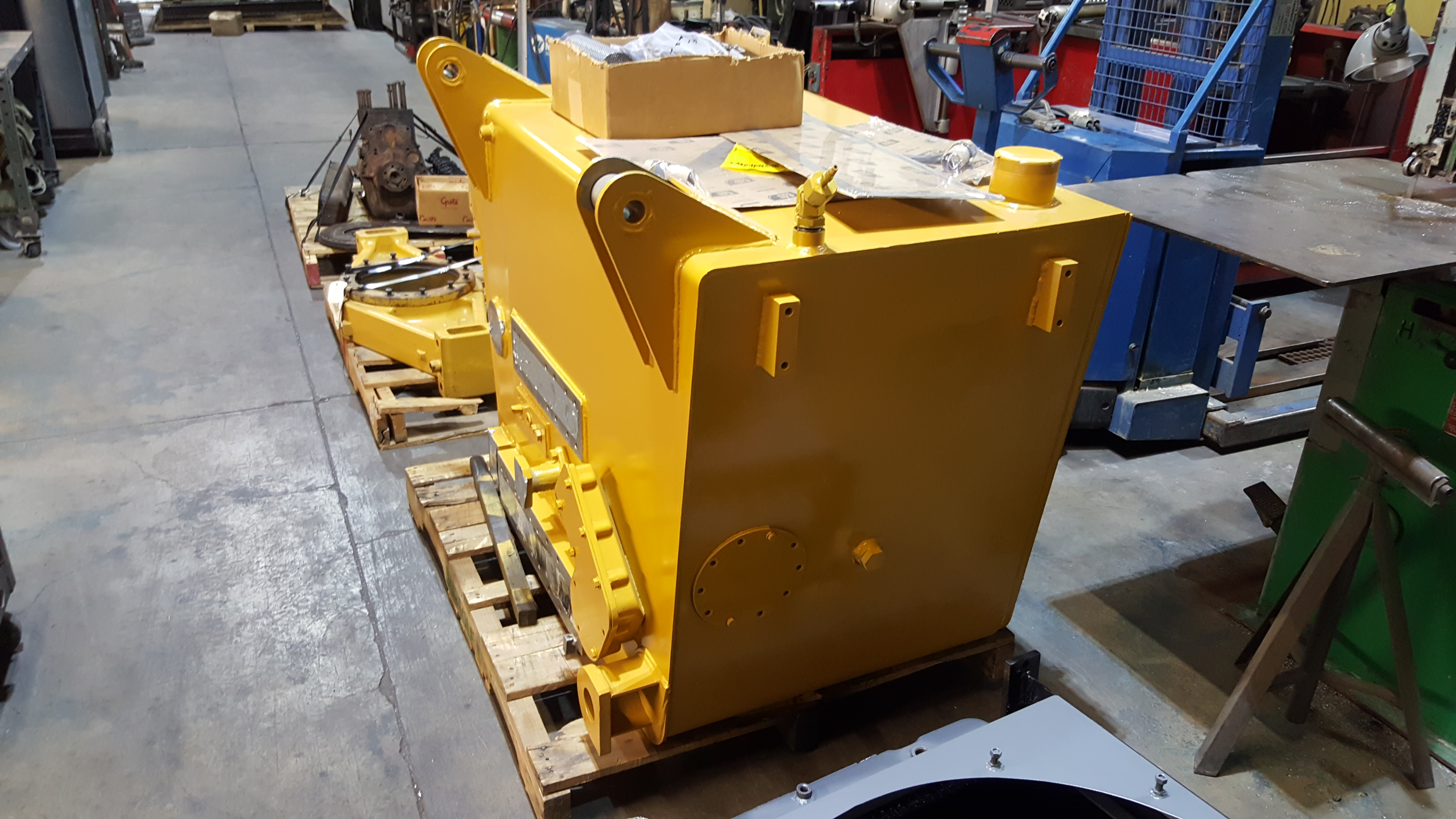 Caterpillar 785 Haul Truck Hydraulic Tank Repair and Reconditioning